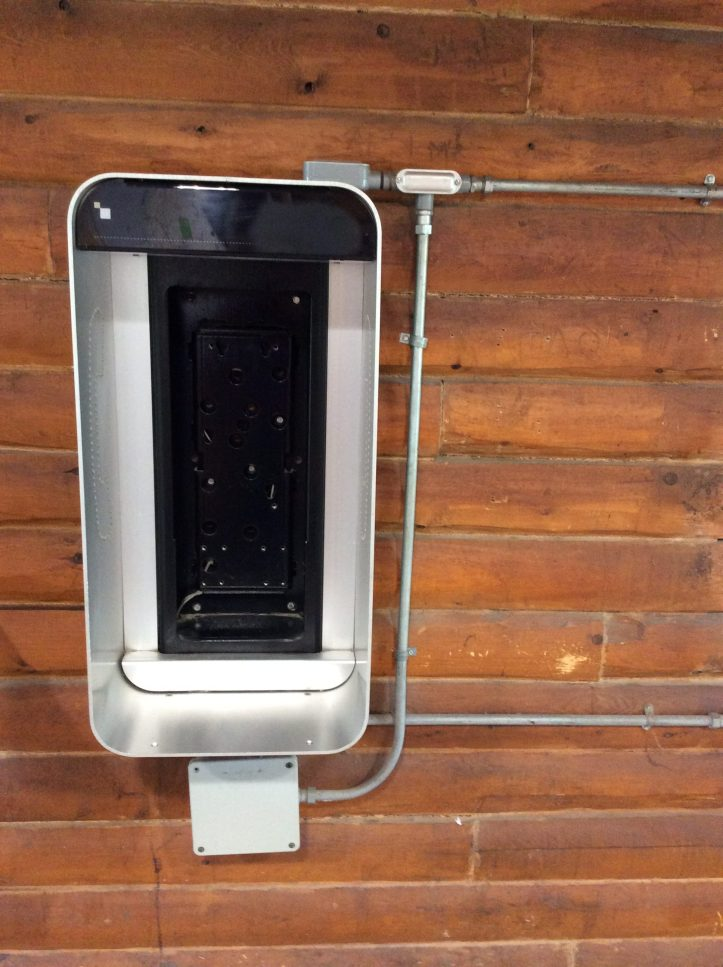 Empty payphone station